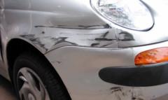 Usuwanie rys z lakieru samochodu