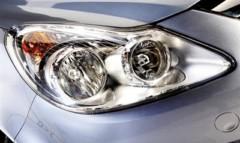 Oświetlanie, a nie oślepianie z asystentem świateł drogowych